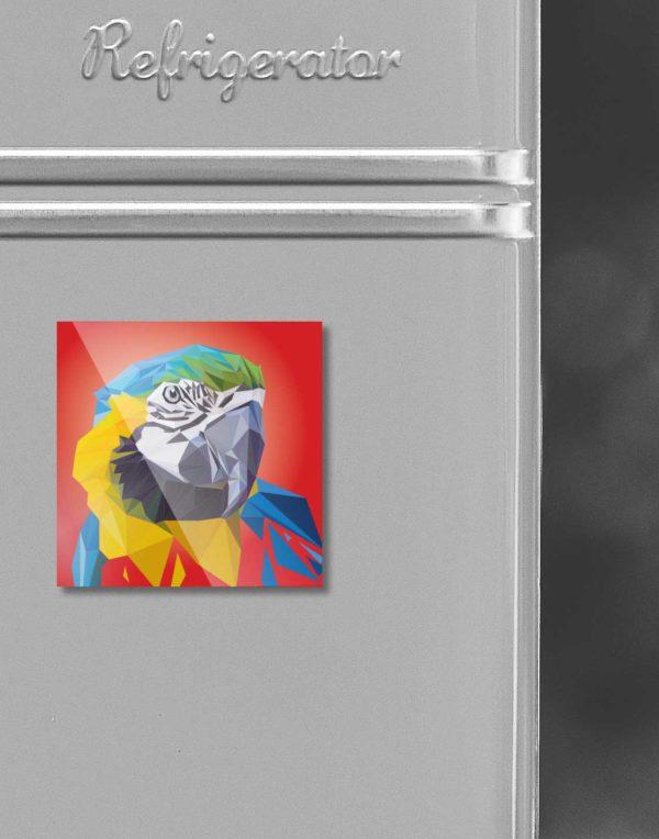 Papapgei Illustration in Lowpolytechnik auf Kühlschrankmagnet